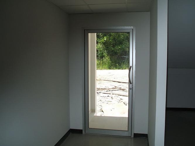 ประตูกระจก ขอบเป็นอลูมิเนียม บานเดี่ยว